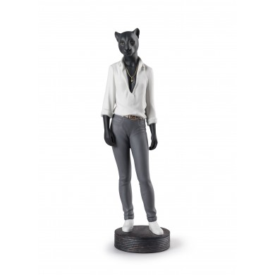 Порцеланова фигура – Panther Woman Figurine