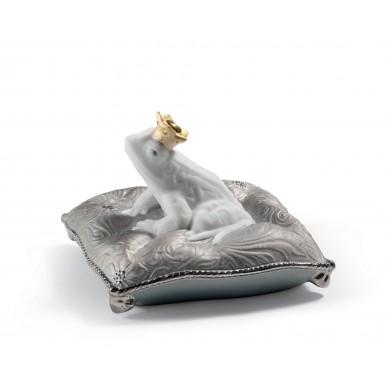 Порцеланова фигура – Enchanted Prince Frog Figurine – Golden Lustre